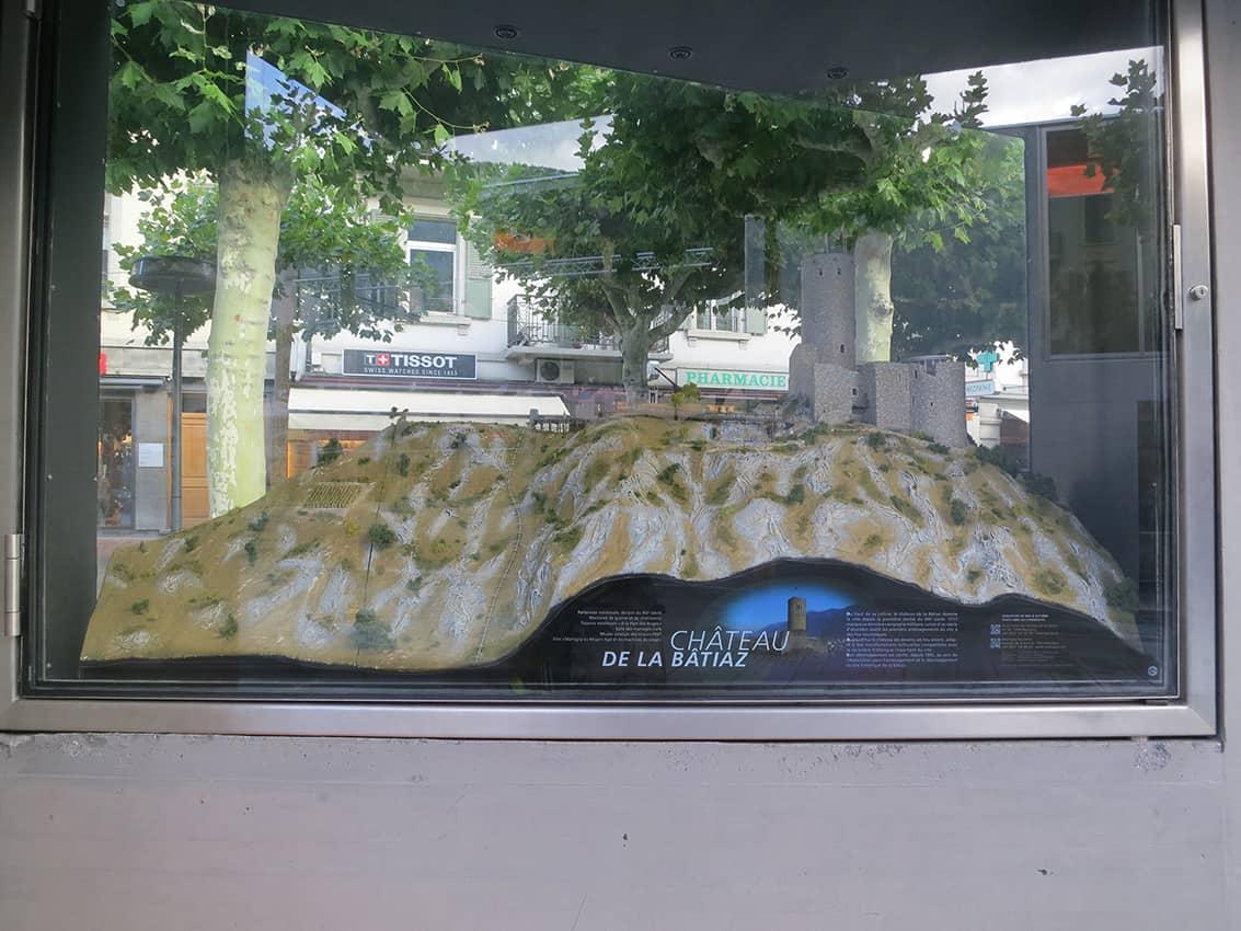 Vitrine_5 - Catherine Franzetti atelier de graphisme : logotypes, affiches, édition, signalétique, cartes de visite, prospectus, packaging, valais martigny - cat atelier